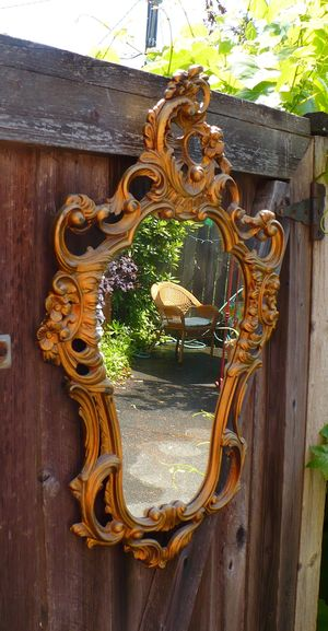Tacky mirror
